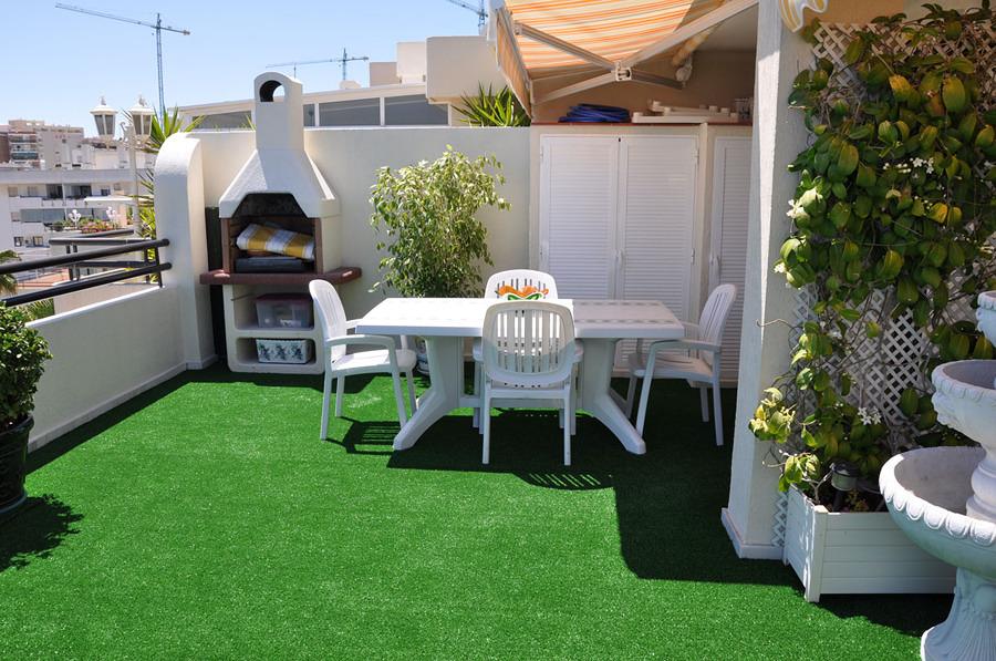 Foto cesped artificial terraza casa de verano 101071 - Cesped artificial terrazas ...