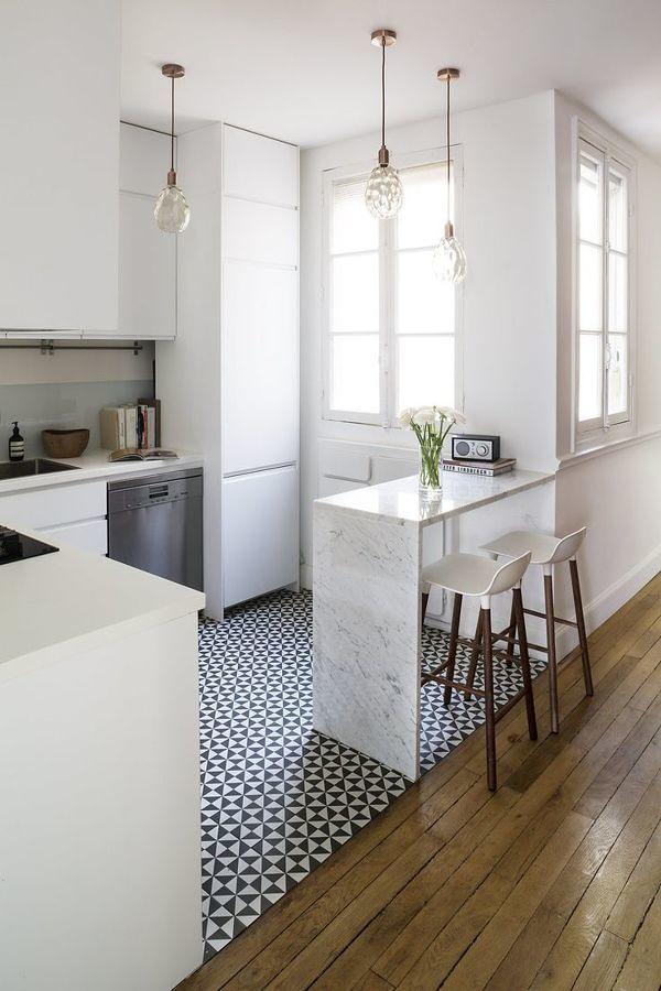 Cocina con piso cerámico