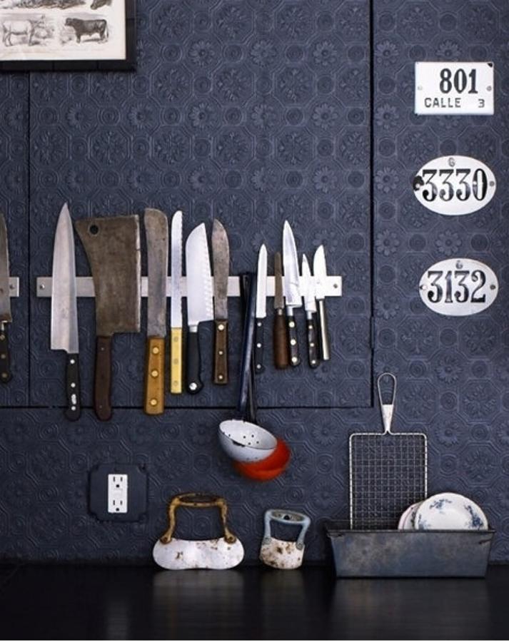 Cuchillo colgados en muro