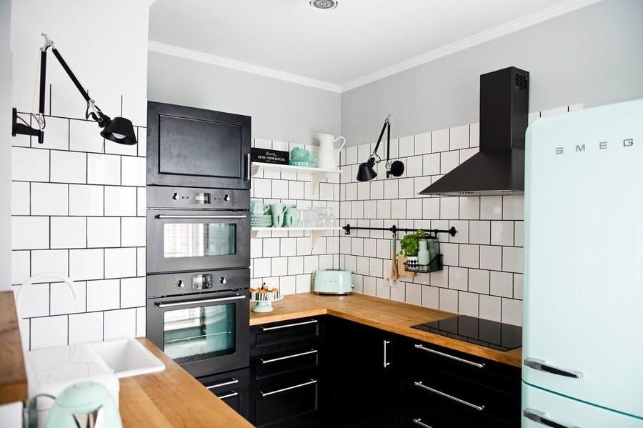 Cocina americana con mobiliario negro