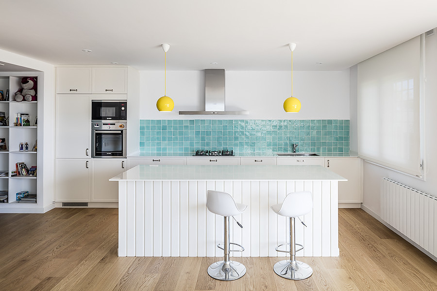 Foto cocina blanca con azulejos azules 116251 habitissimo - Modelos de azulejos para cocina ...