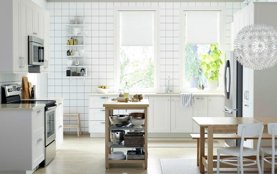 Cocina blanca con luz  natural