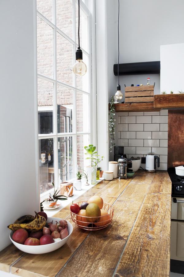 cocina con cubierta de madera