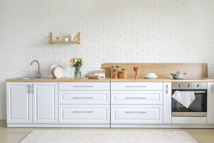 Cocina con mobiliario inferior en blanco
