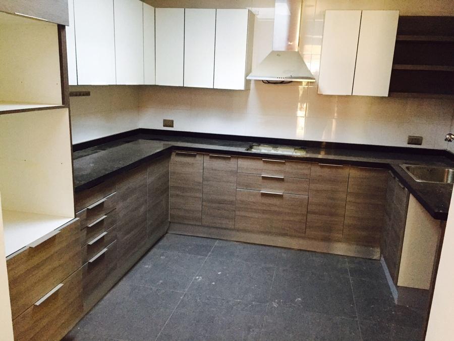 Cocina con muebles modernos