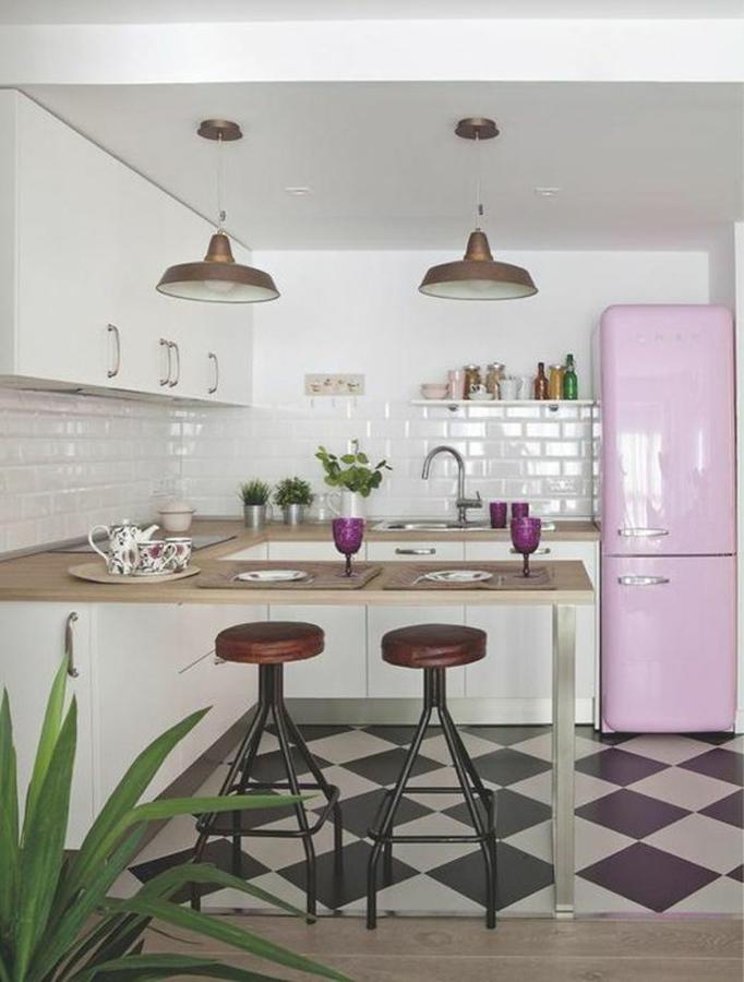 Cocina con piso negro y blanco