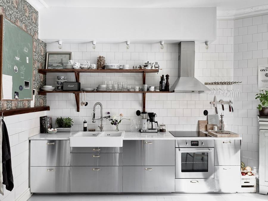 Cocina con superficies de acero inoxidable