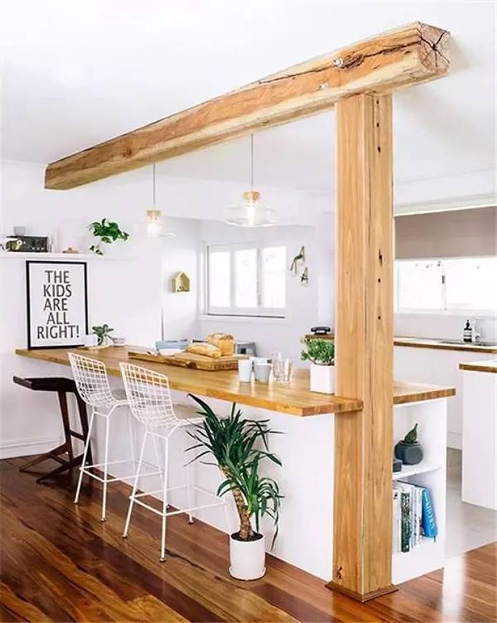 Cocina con viga de madera