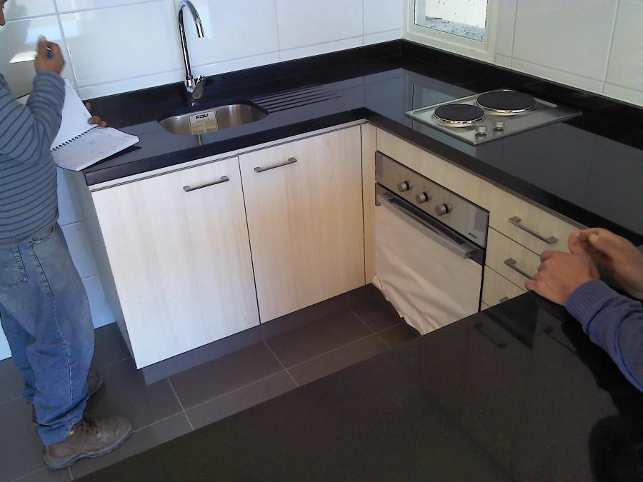 Foto cocina en granito de marmolesac 65675 habitissimo for Granitos en cocinas
