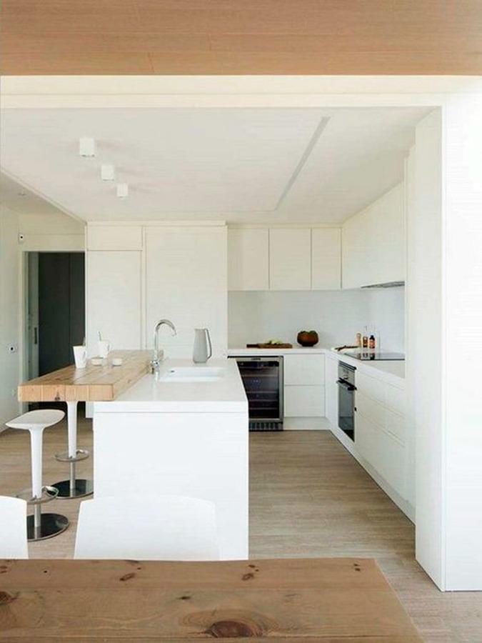 Cocina madera y blanca