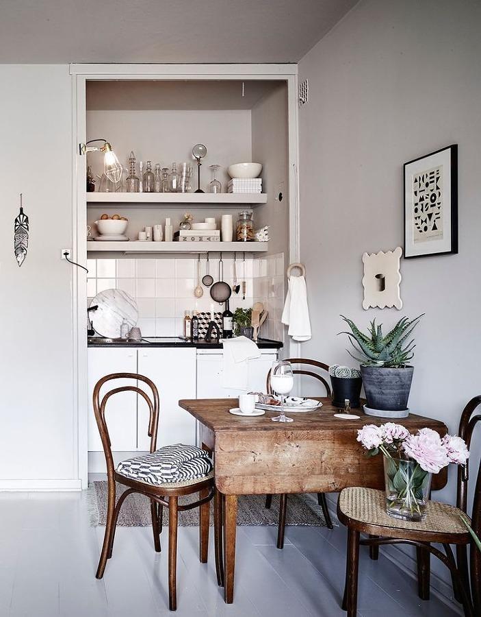 Cocina sin puertas en mobiliario