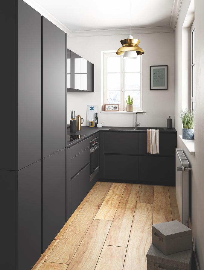 Cocina negra con muebles sin tiradores