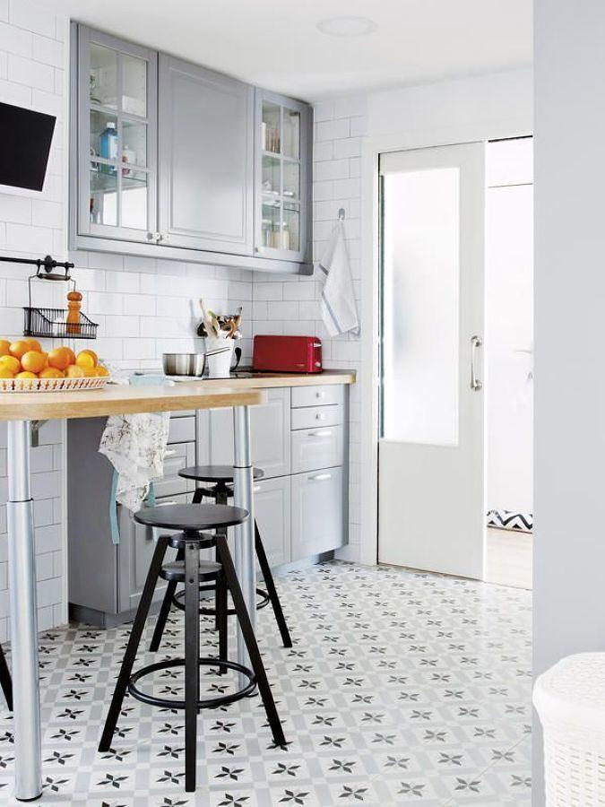 Cocina pequeña en tono blanco y gris