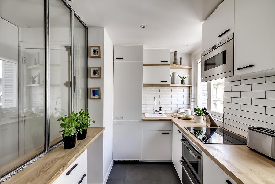 cocina con mobiliario alto