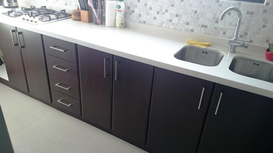 Remodelaci n integral cocina vicu a mackenna ideas for Cubiertas de granito