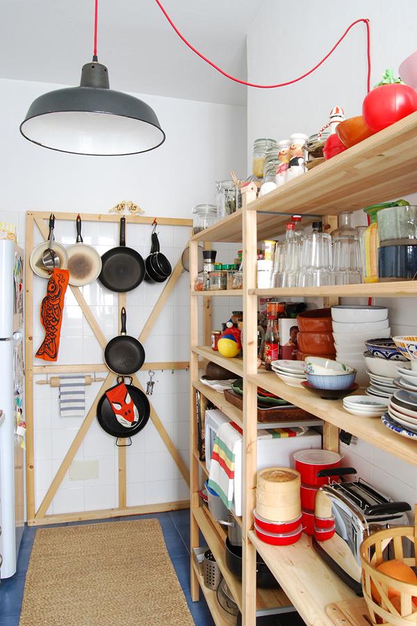 Foto cocina con estanter a despensa 184704 habitissimo - Estanterias para despensas ...