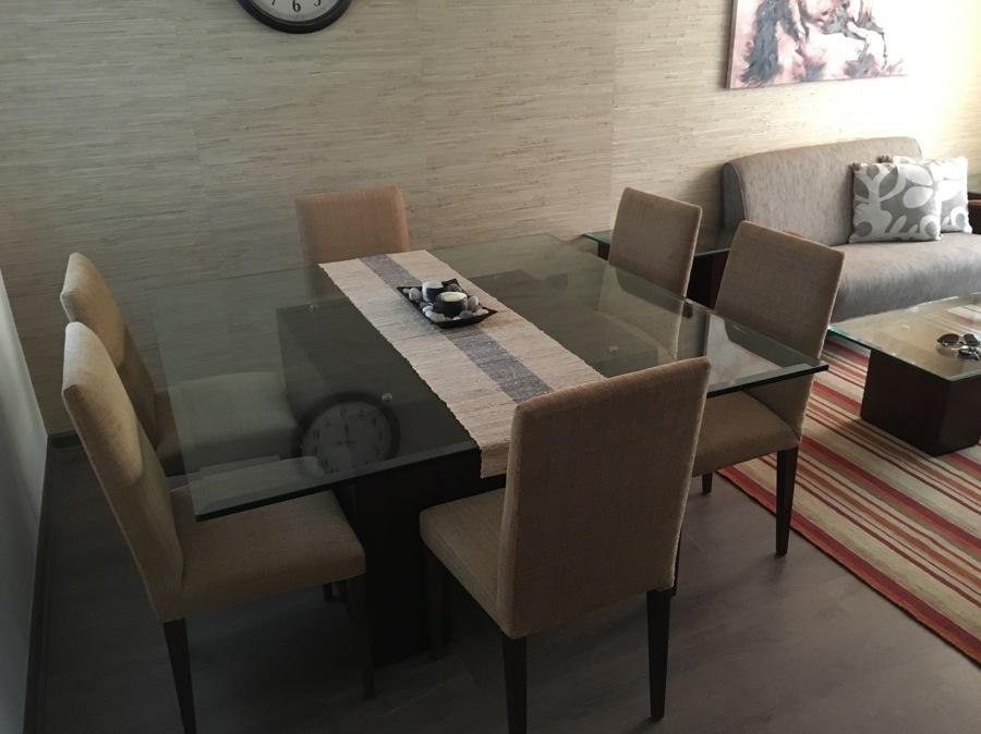 Foto comedor 6 personas base tipo h en madera y cubierta for Comedores en madera y vidrio