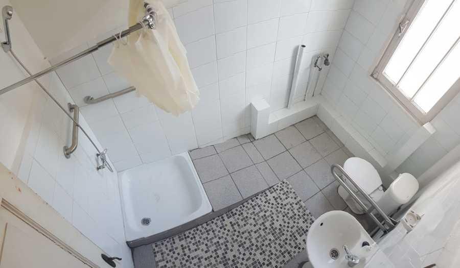 Construcción y equipamiento baño nuevo para adultos mayores