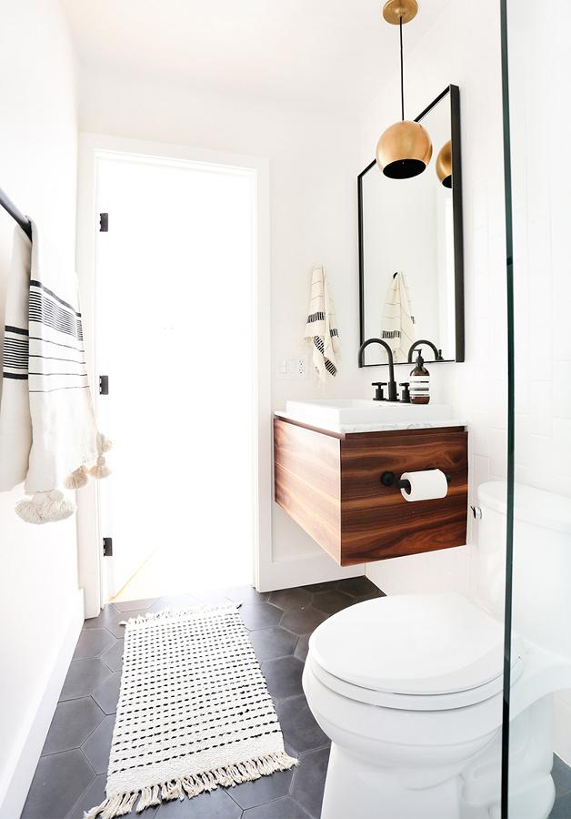 Cuarto de baño luminoso