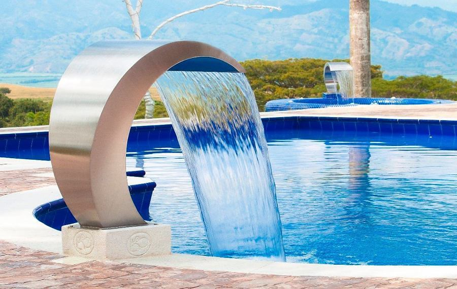 Decora tu piscina con 7 lindas cascadas ideas for Piscina que pierde agua