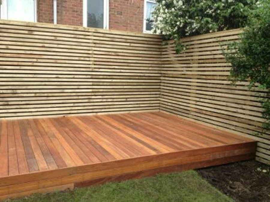 Foto deck de muro y terraza de carpinteria morales for Muro de separacion terraza