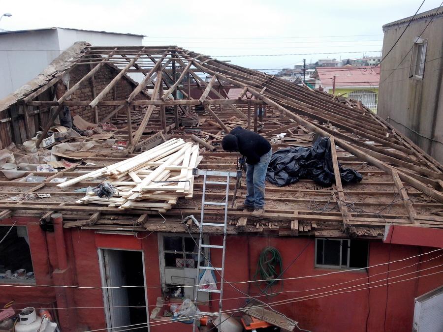 Demolición de techumbre antigua