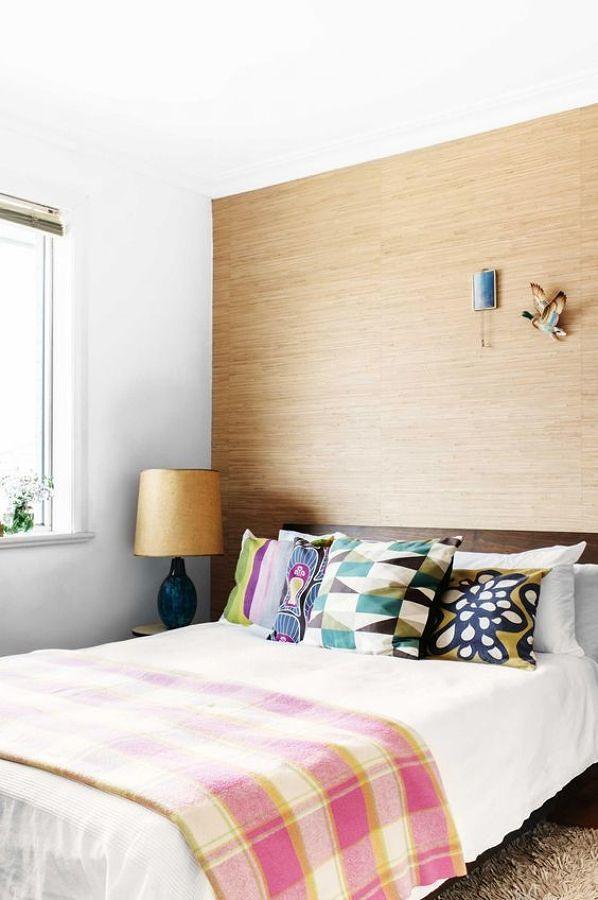 pieza-con-pared-de-madera