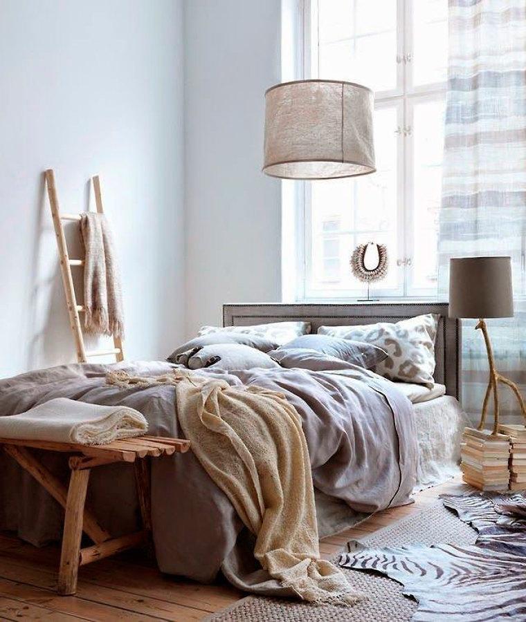 dormitorio con materiales naturales