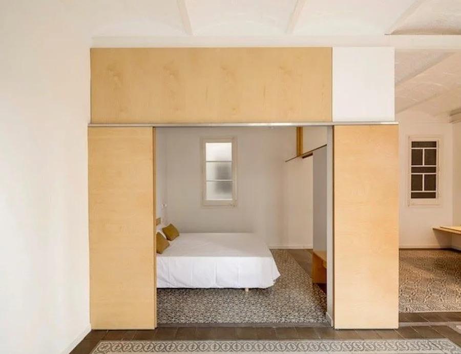 Dormitorios unidos al resto del piso mediante tabique móvil