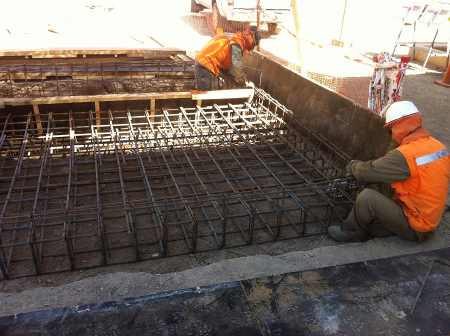 Obras civiles y el ctricas en minera lomas bayas ideas - Losas para piscinas ...