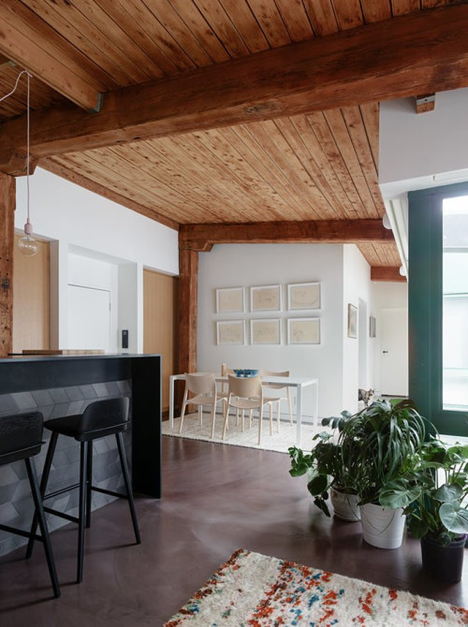 Patio con techo de madera