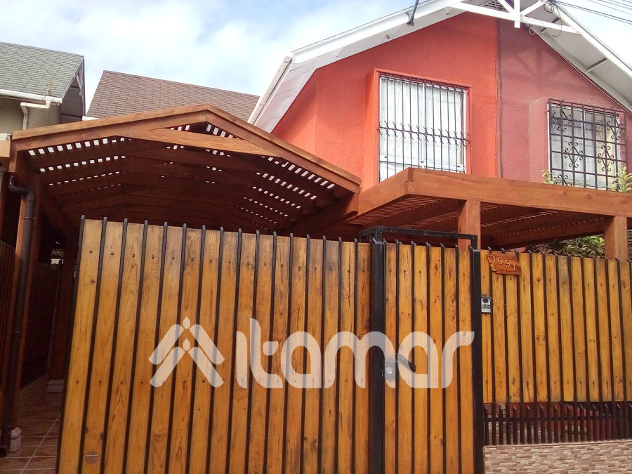 Foto entrada de auto dos aguas de itamar ltda 104903 for Casas con techo a un agua