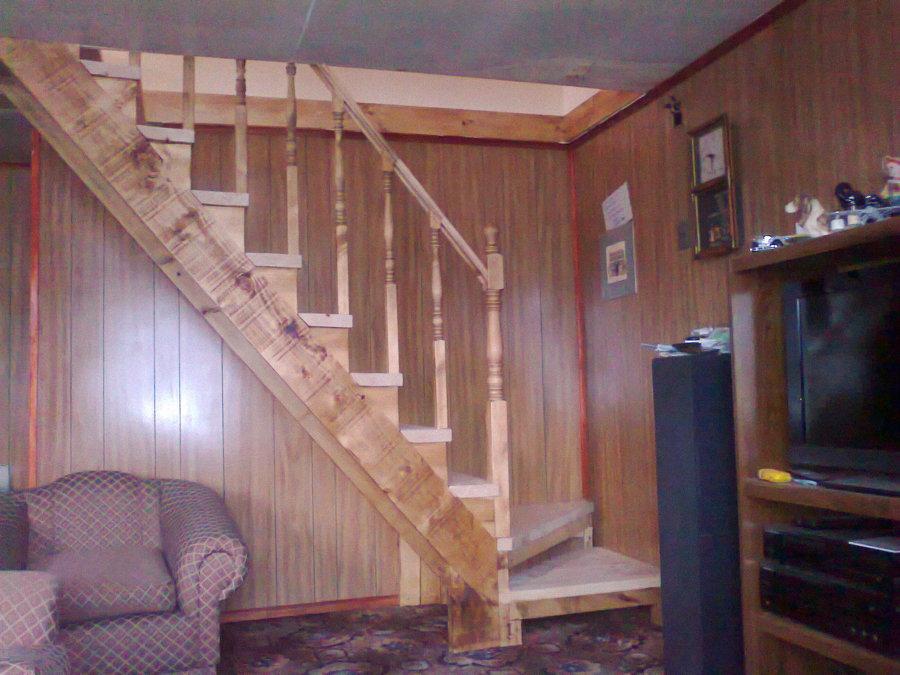 Foto escalera de acceso a segundo piso de constructora for Modelo de casa segundo piso