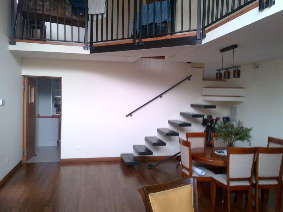 Foto escalera para segundo piso de constructora valle for Tipos de escaleras para casas de 2 pisos