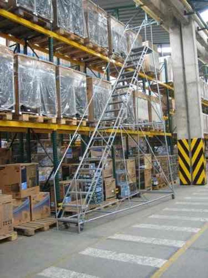 Foto escalera tipo avion de construccionesmihailchilespa for Escalera 8 metros