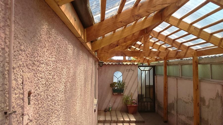 Cobertizo de madera y techo de policarbonato ideas for Casas con cobertizos