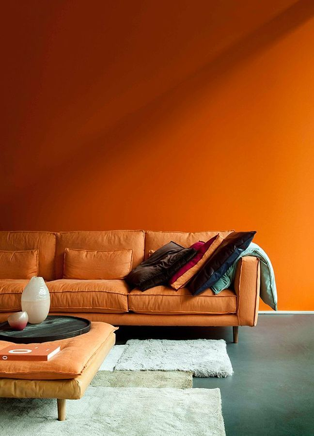 Espacios monocromáticos en naranja