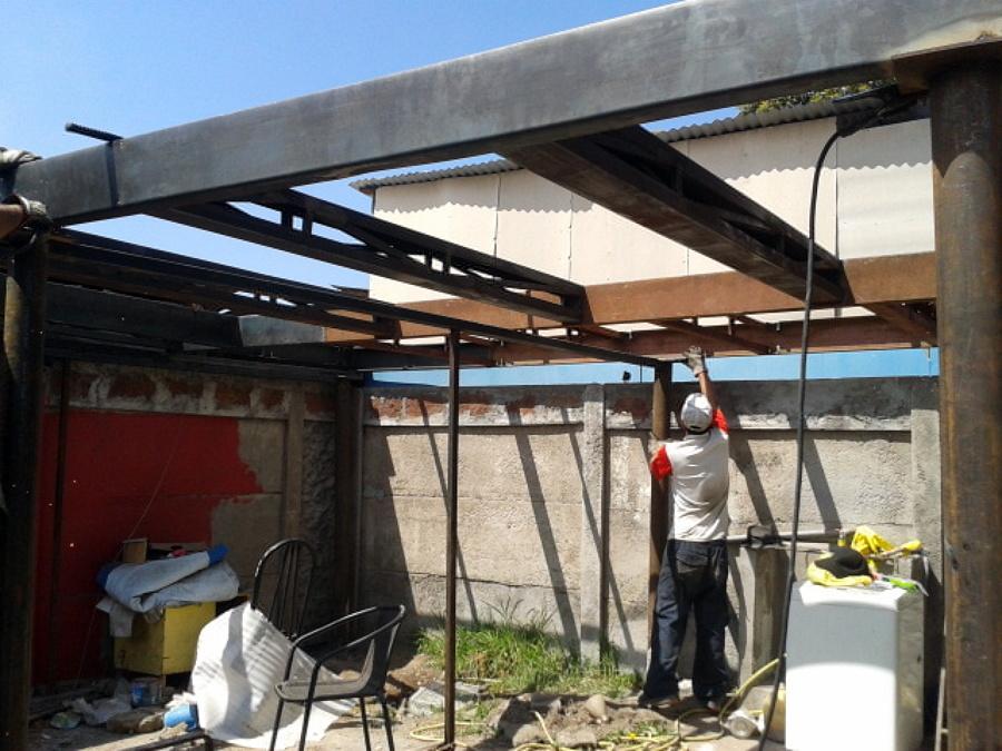 Foto estructura metalica para segundo piso de servi hogar for Materiales para hacer un piso