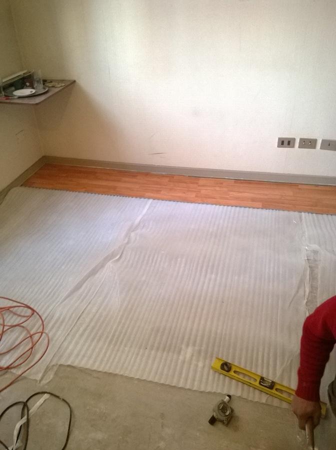 extraccion de cubre piso e inicio de instalacion de piso flotante