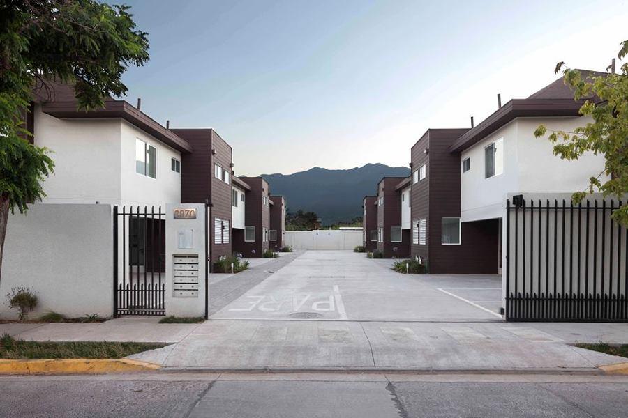 Fachada acceso condominio