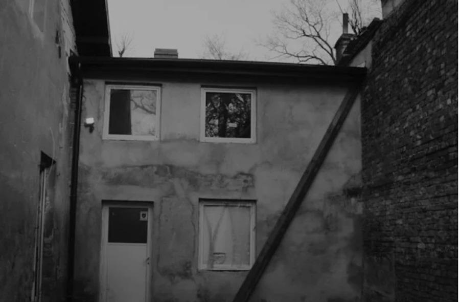 fachada taller abandonado