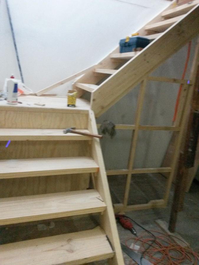 Fabricacion de escalera y caja escala ideas carpinteros for Como hacer escalones