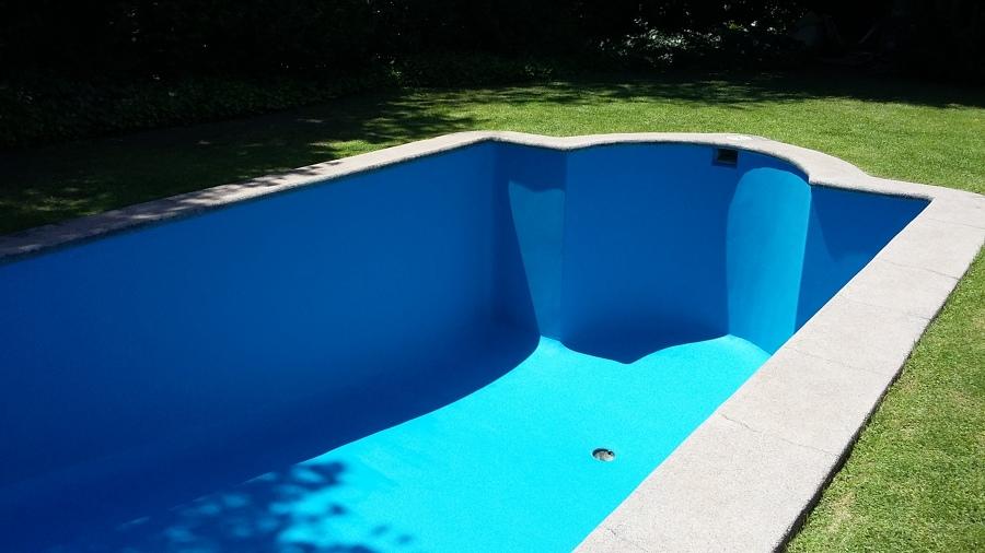 Piscina de hormigon ideas dise o de interiores for Disenos de piscinas de hormigon