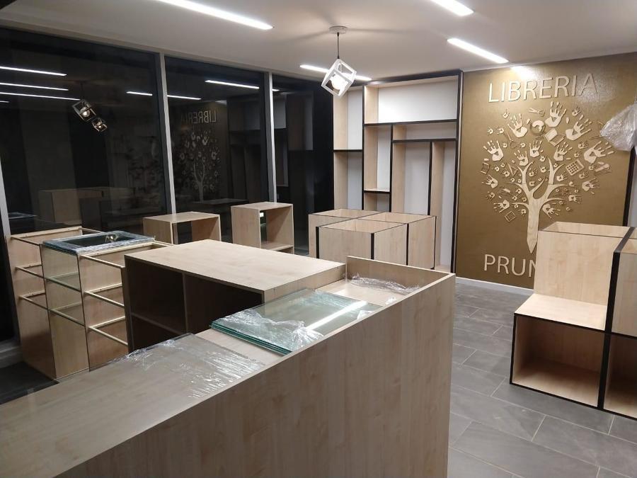 Foto interior nocturna proyecto terminado