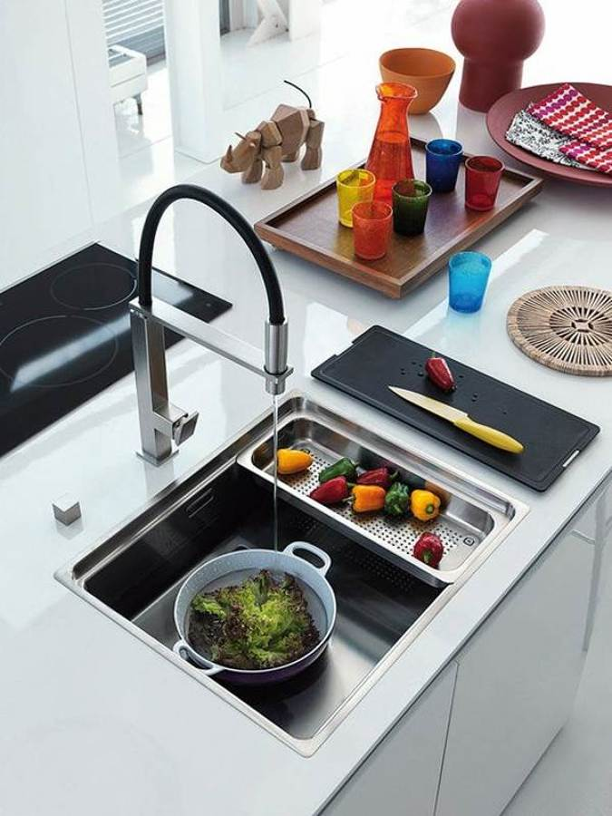 grifería y lavaplatos modernos