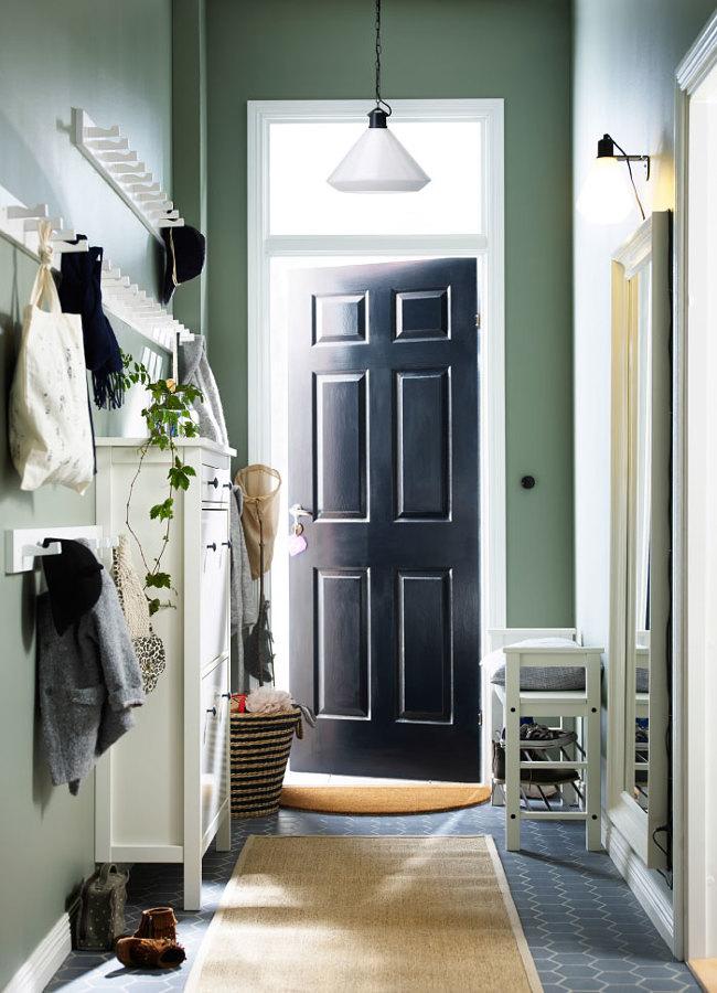 Hall cálido y pintura verde