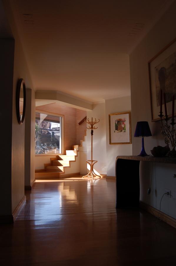 Hall de acceso y escalera al 2do piso al fondo