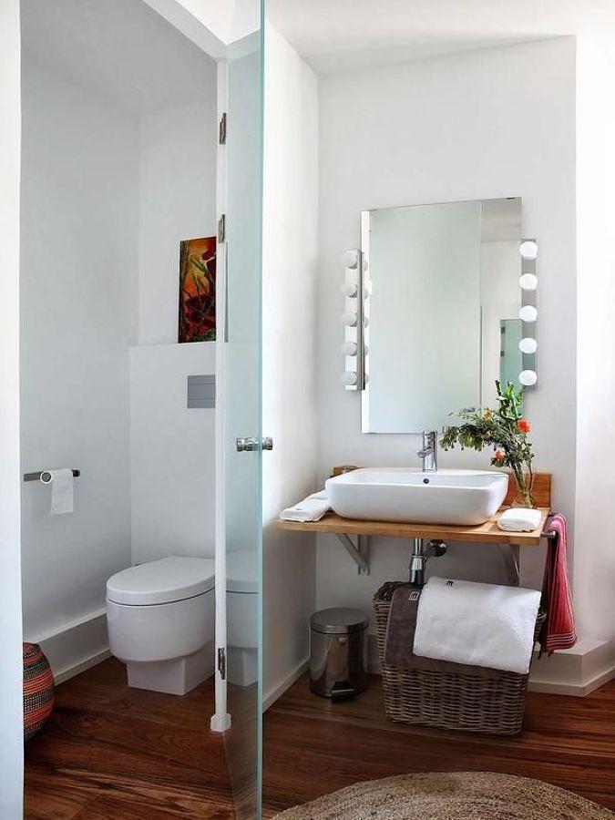 WC separado por puerta de vidrio