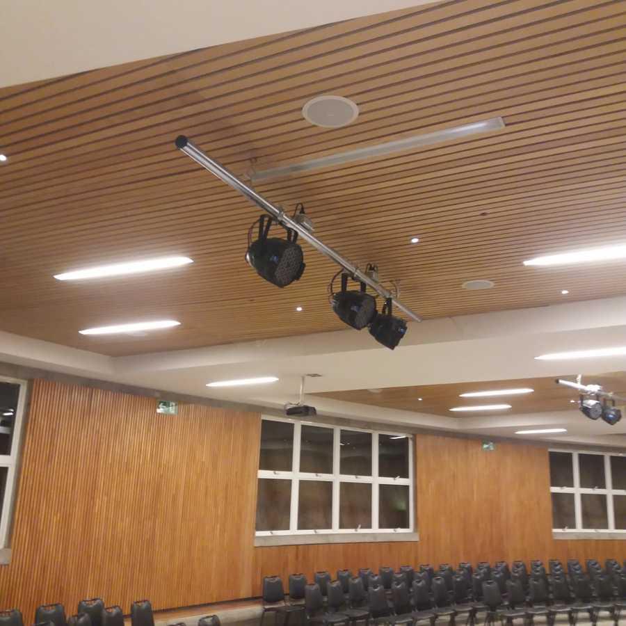instalación de 4 barras truss par focos zenitales