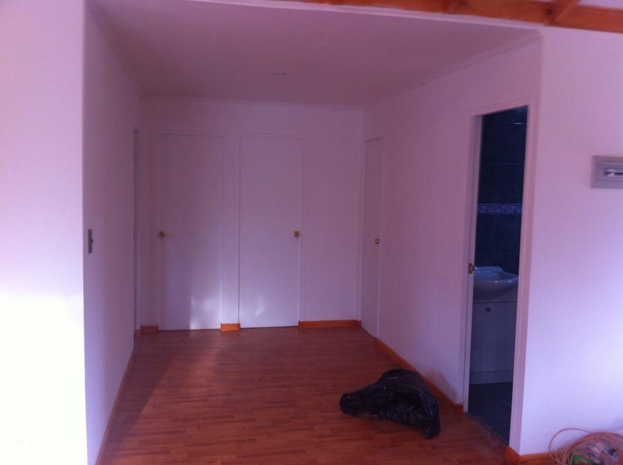 Foto instalaci n de puertas de edificaciones n ez for Instalacion de puertas